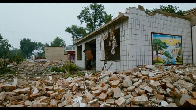 《地下香》中的城市拆迁废墟