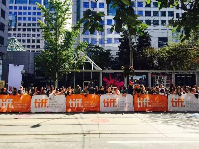 多伦多电影节热情高涨的观众