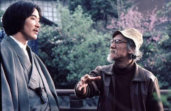 铃木清顺在《阳炎座》拍摄现场