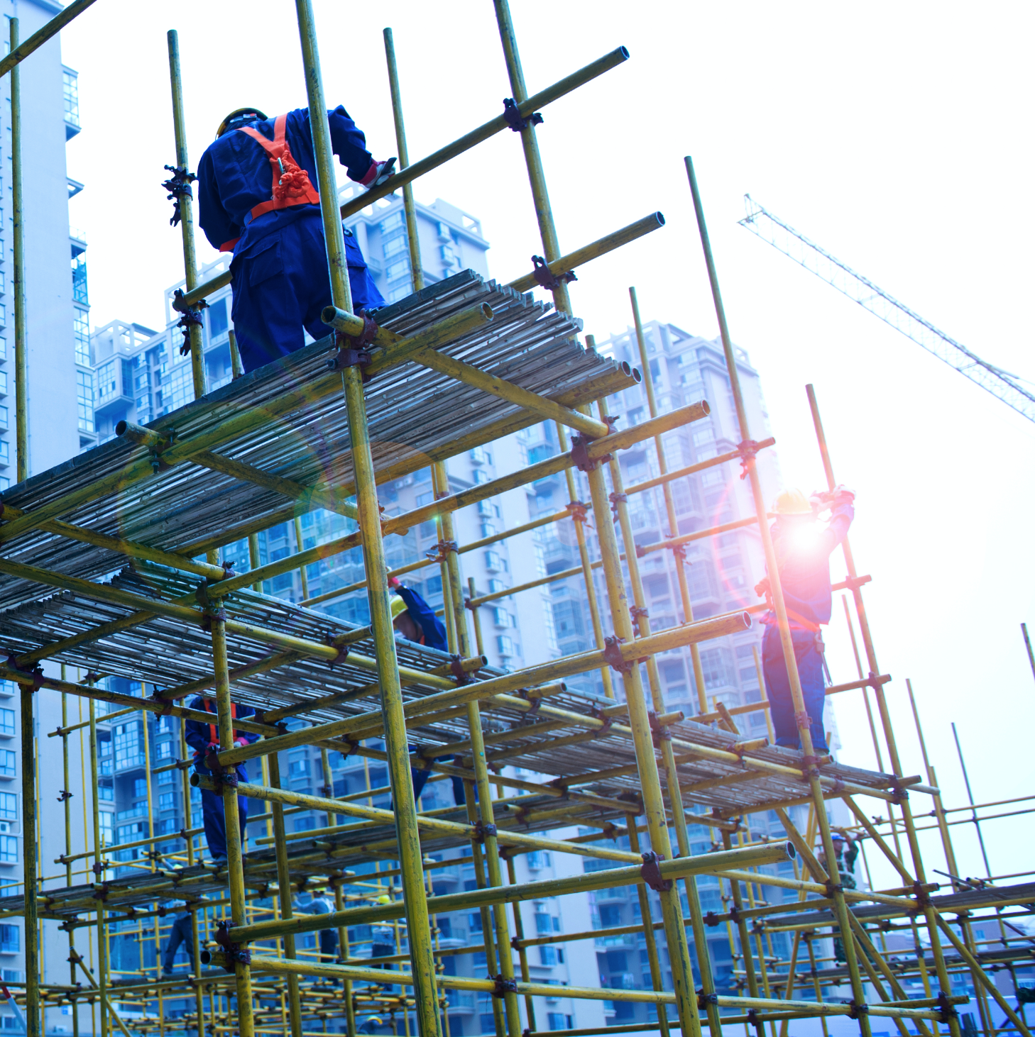 Scaffolders working high above the city streets need tool belt accessories they can trust.