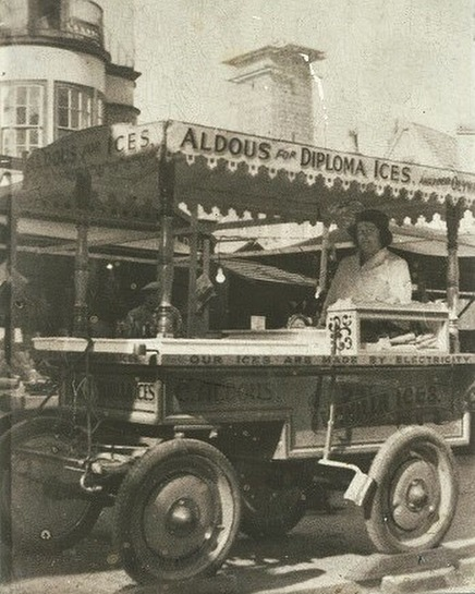 You can see the City Hall being built in the background of this photo - I wonder whether the builders enjoyed an Aldous Ice Cream on their break or a drink from the sir garnet pub? 🤔😎 #lakenhamcreamery #history #aldous #old #norwich #norfolk #oldphotos #aldousicecream #1921 #queuing #memories #cityhall #icecream