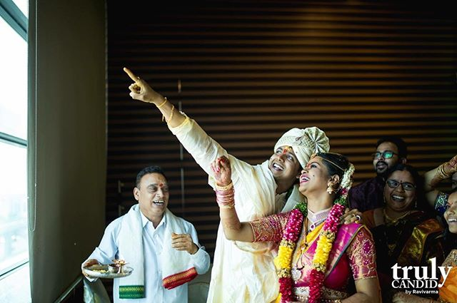 Arundhati  Nakshetram - Moment captured, not just that of bride and groom but that of panthulu and the relatives in the back. And that's Trulycandid  #Trulycandid #wedmegood #weddingsutra #candidphotography #weddingphotography #arundhathinakshatra
