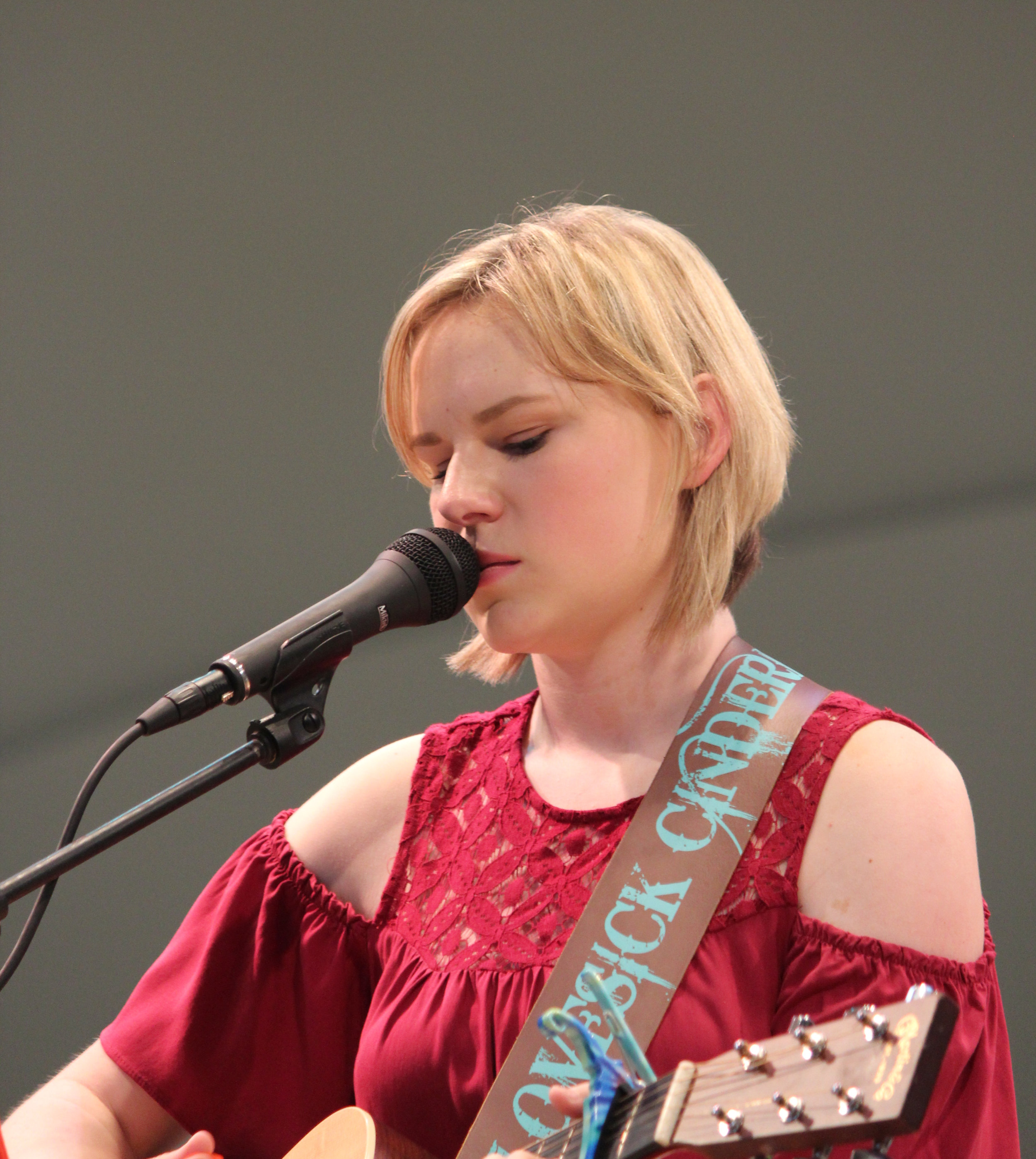 Sara Sing 2.jpg