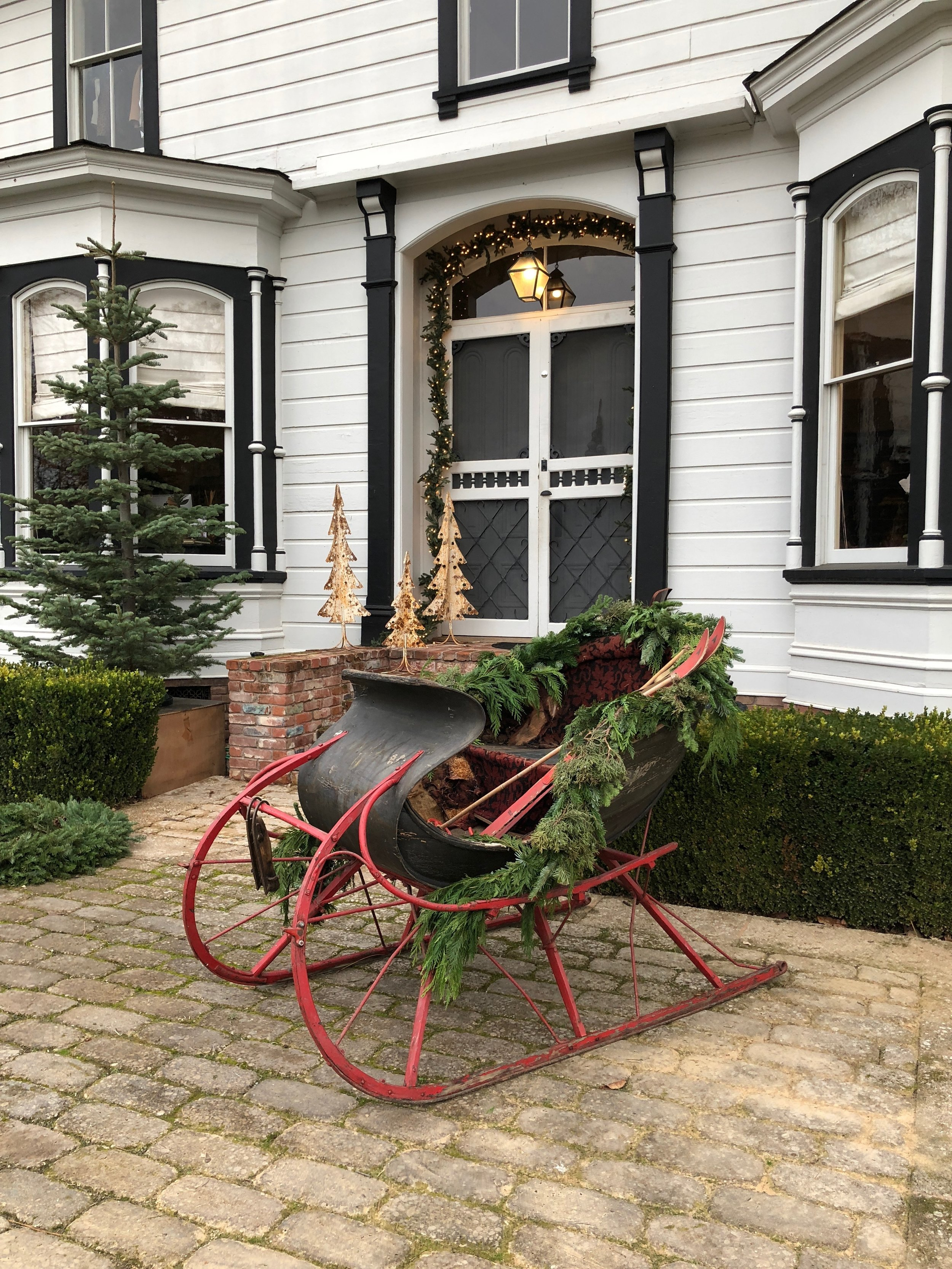 Holiday Front Porch Victorian Farmhouse | chateausonoma.com