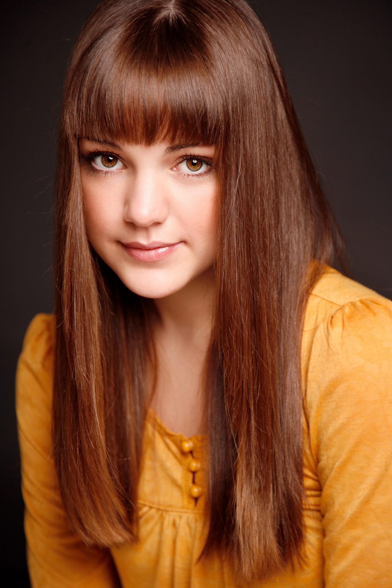 Laura-Leigh-Claire_headshot.jpg