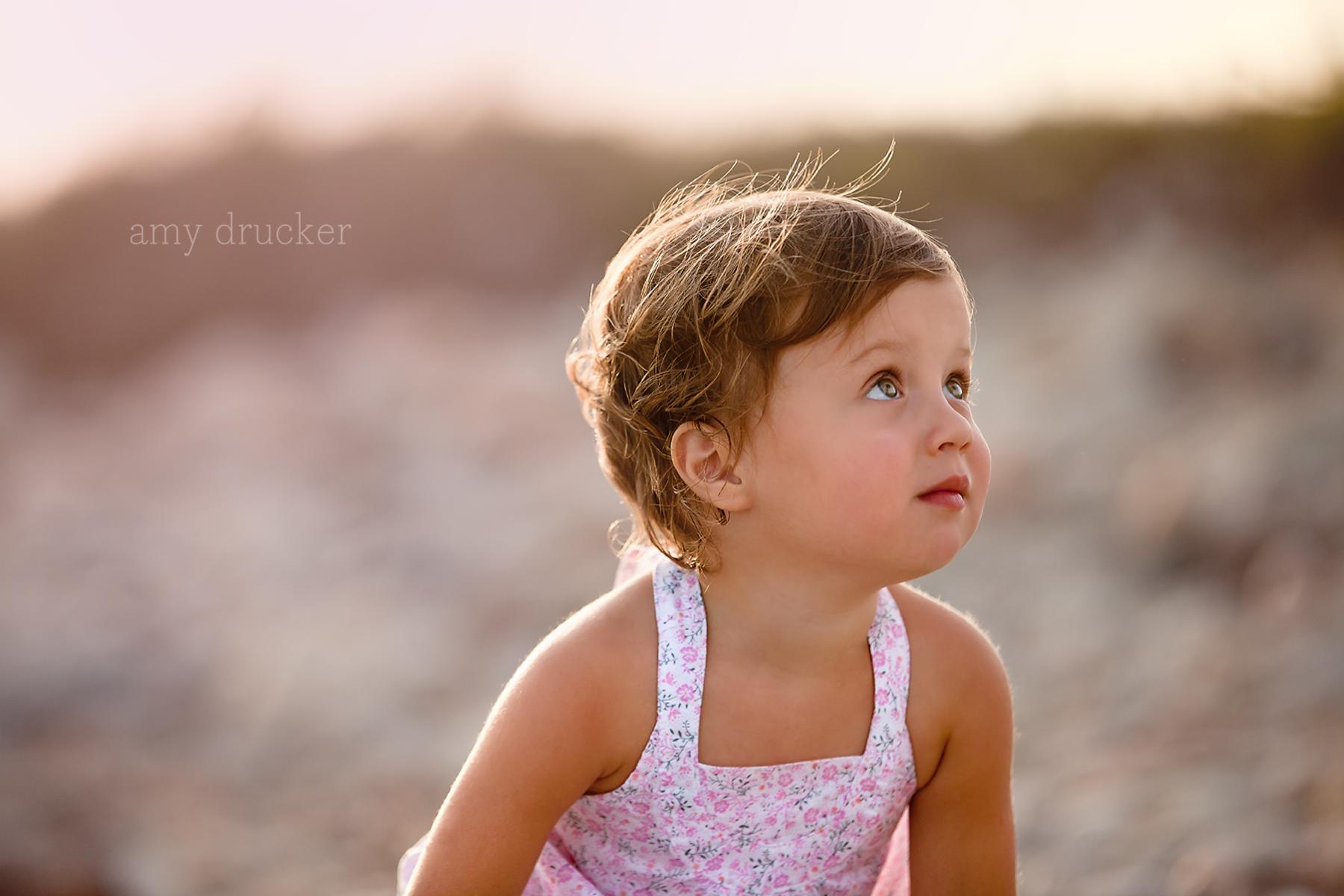 Marthas_Vineyard_Child_Photographer_stonewall_beach_2