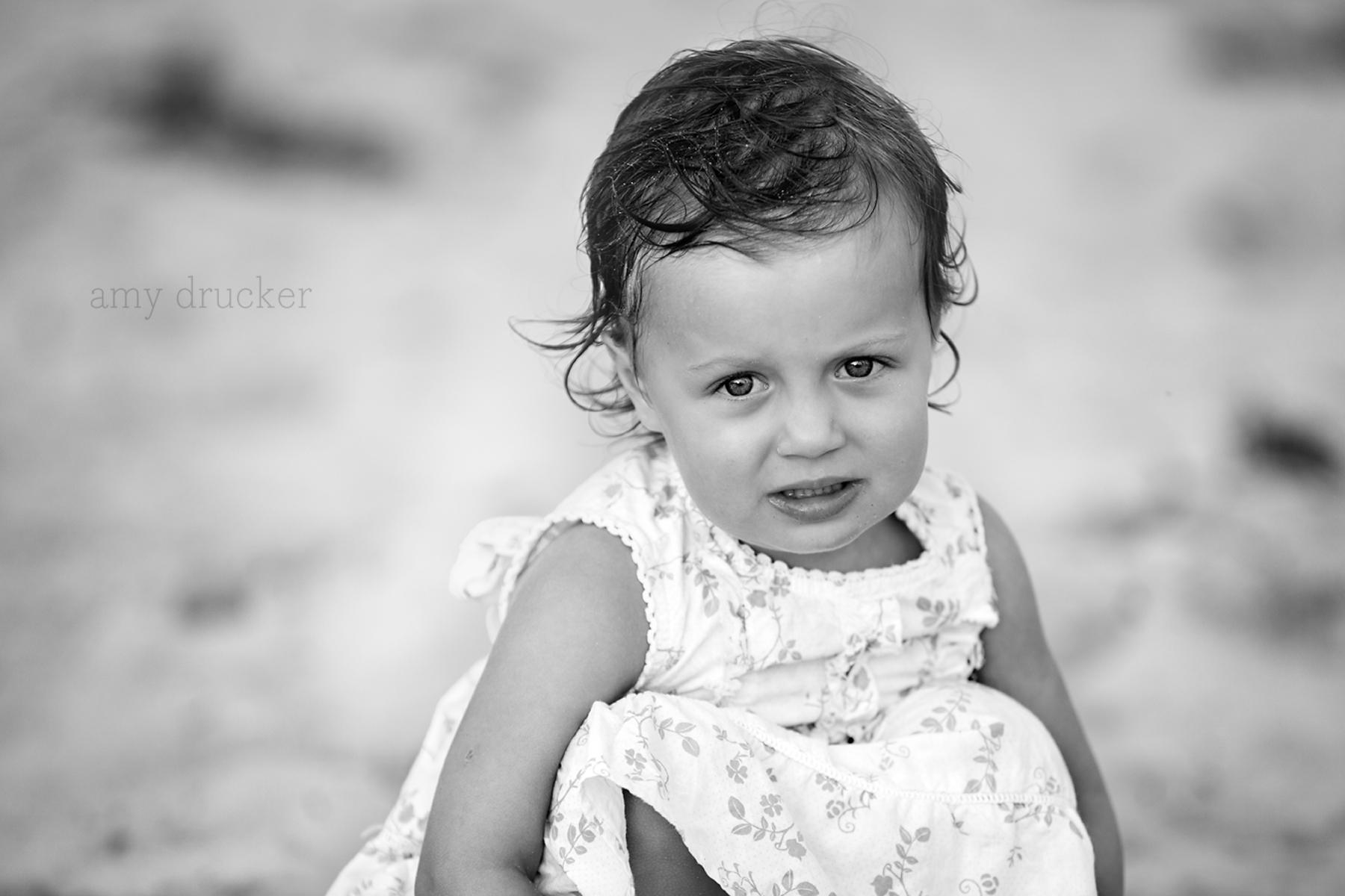 Marthas_Vineyard_Child_Photographer_stonewall_beach_4