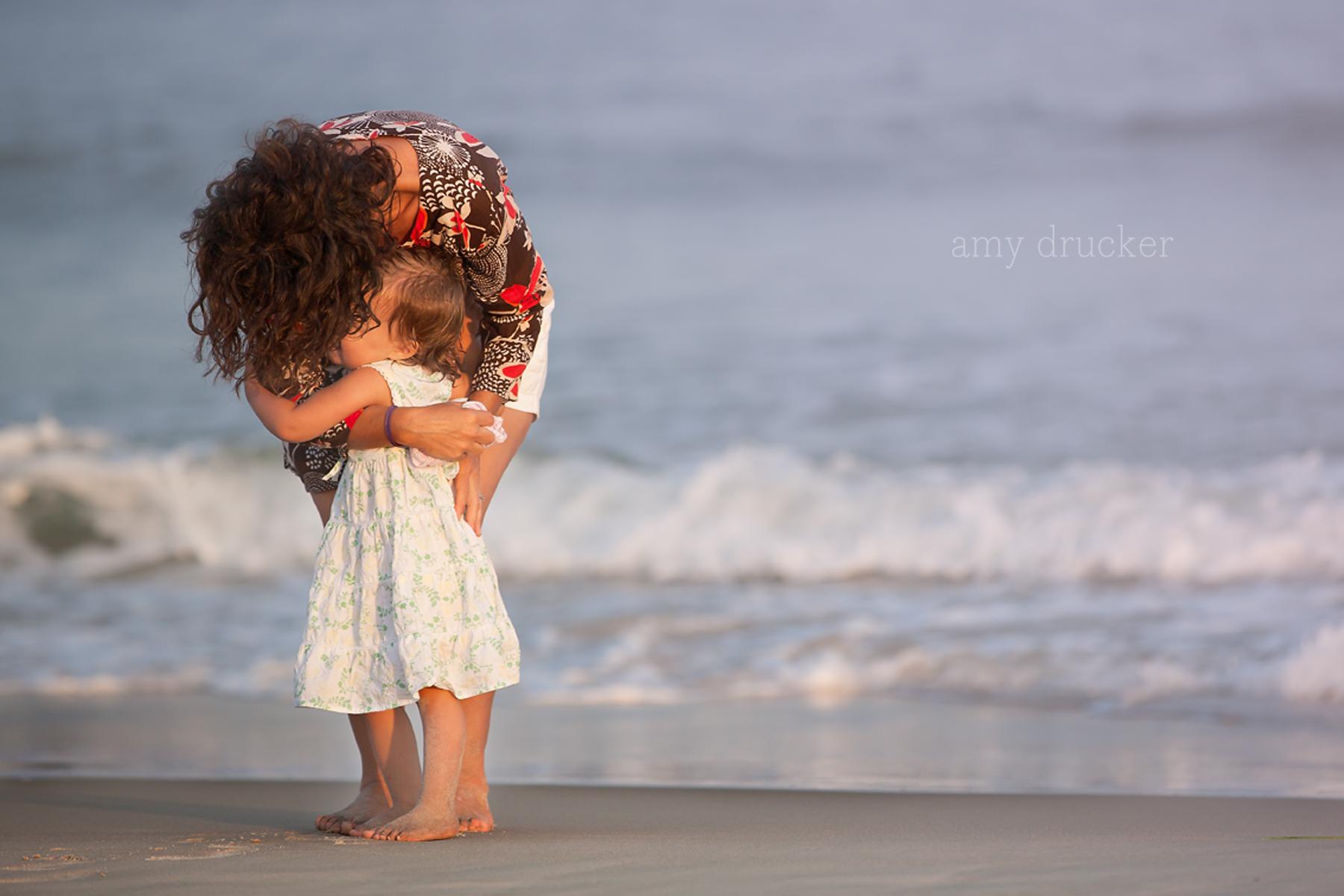 Marthas_Vineyard_Child_Photographer_stonewall_beach_7
