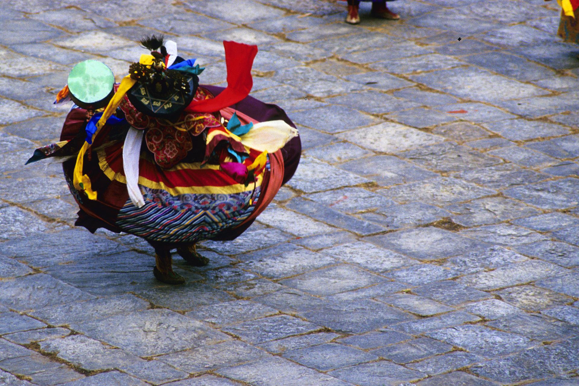 Bhutan.Paro.Tsechu.BlackHatDance(2000)8 copy.jpg