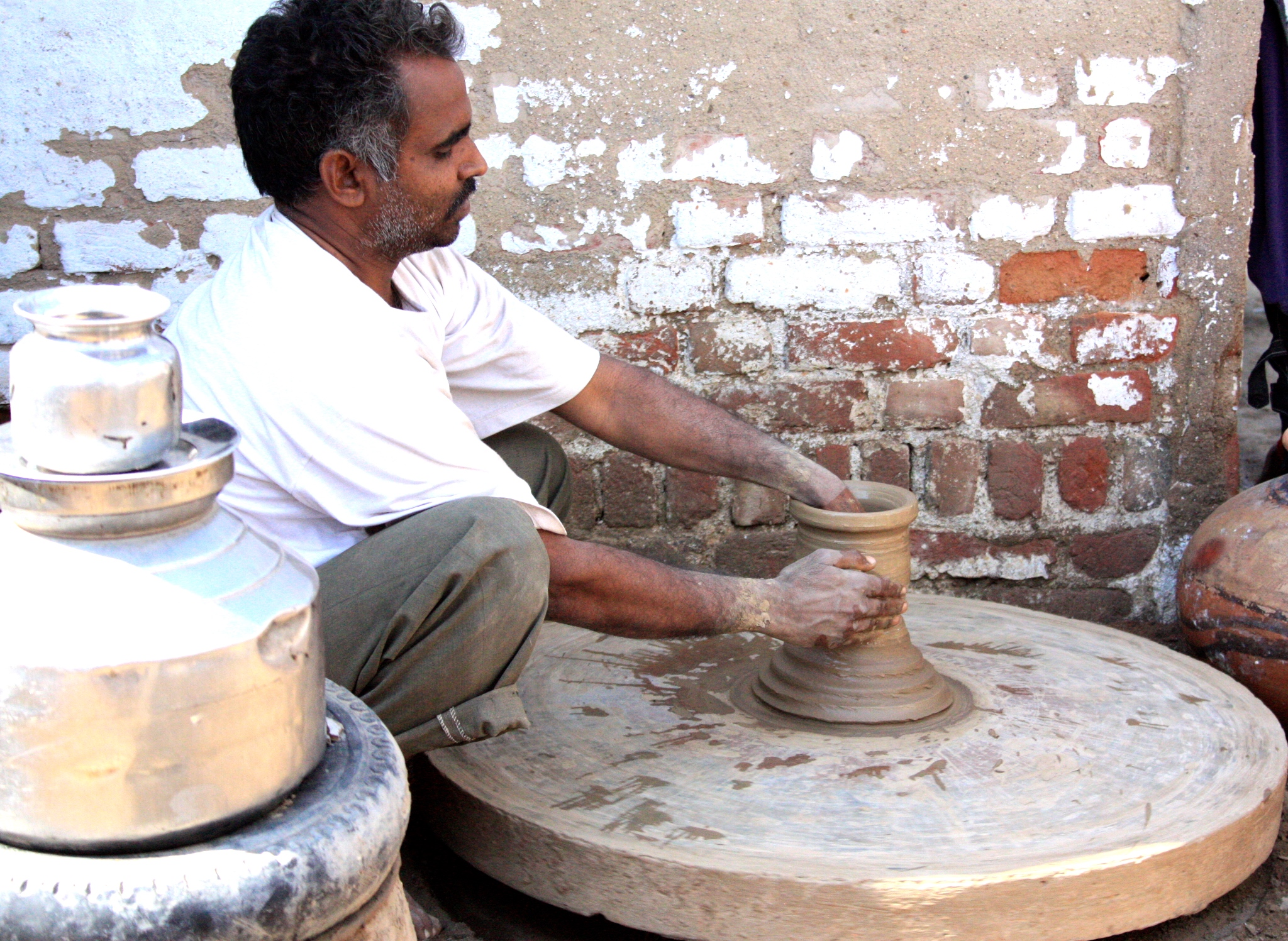 India.Nawalgarh.Potter.JPG