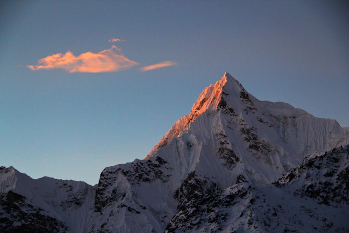 India.Sikkim.Siniolchu.Sunrise.Cloud.jpg