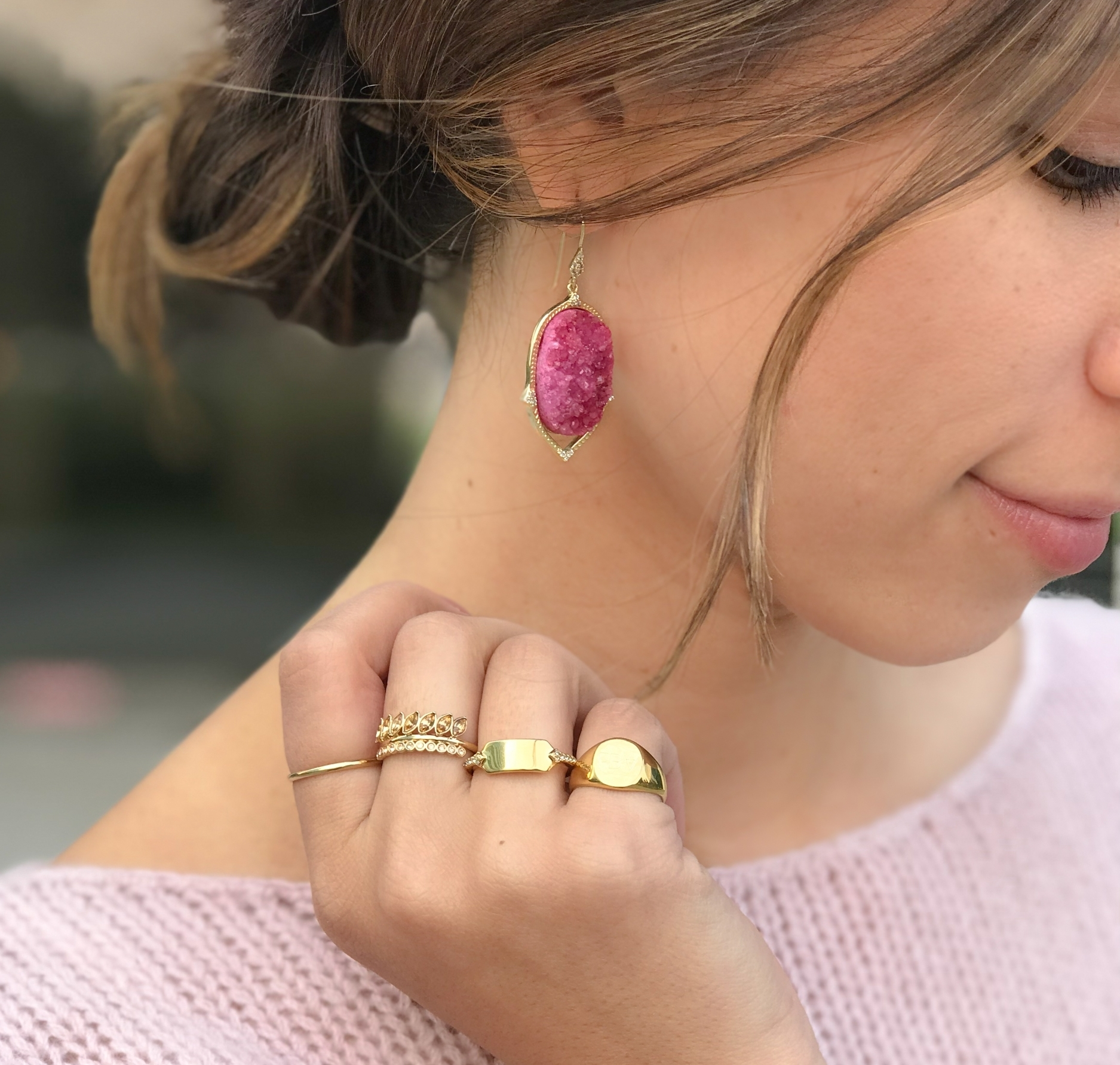Monday - Ease the transition from weekend to workday with your favorite cozy sweater and matching earrings that will instantly lift your mood. A colorful druzy and monochromatic lookis put-together and polished.