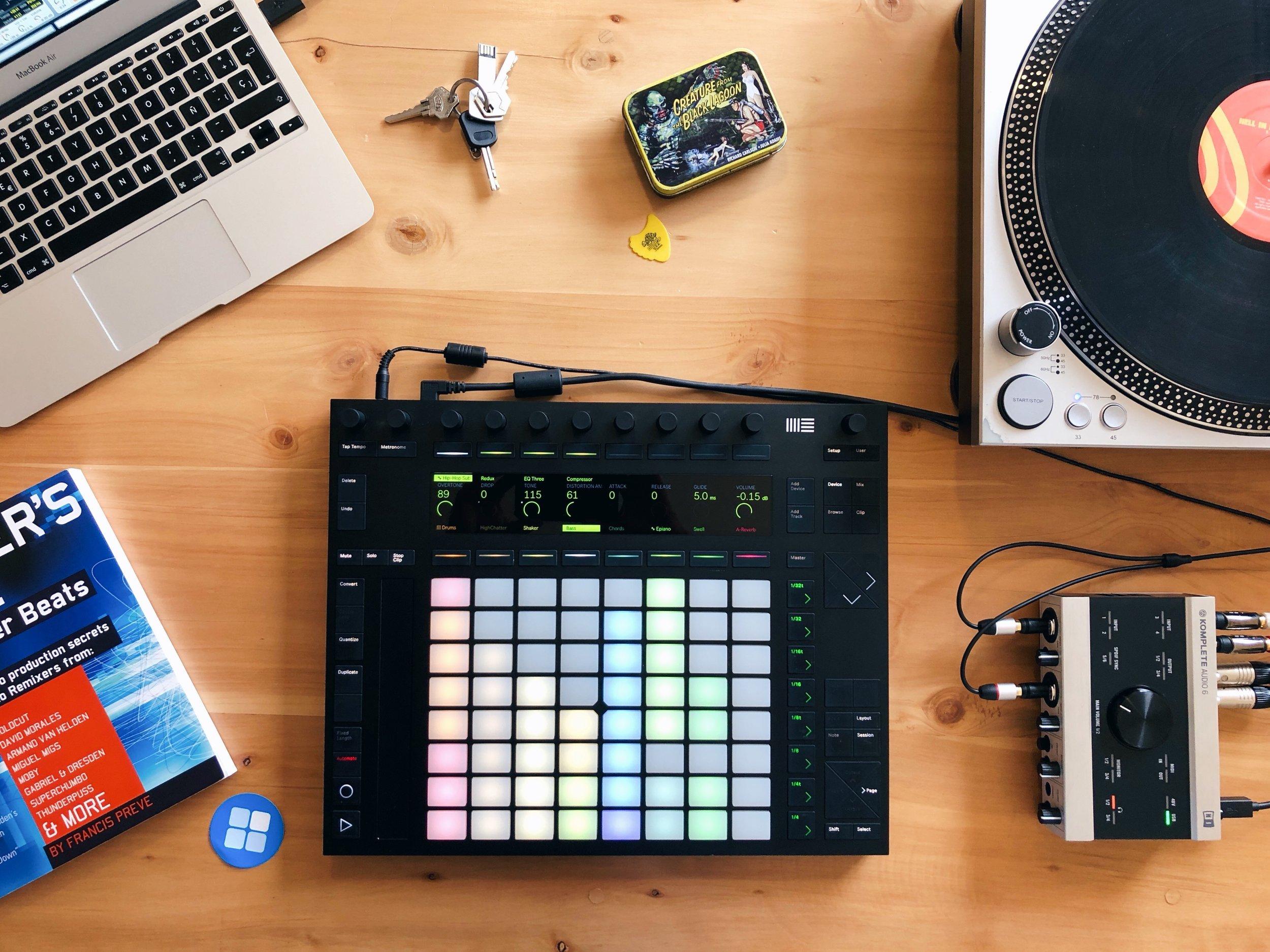 Durante el curso se usa Push, un instrumento para el control manual de melodías, ritmos y sonidos.