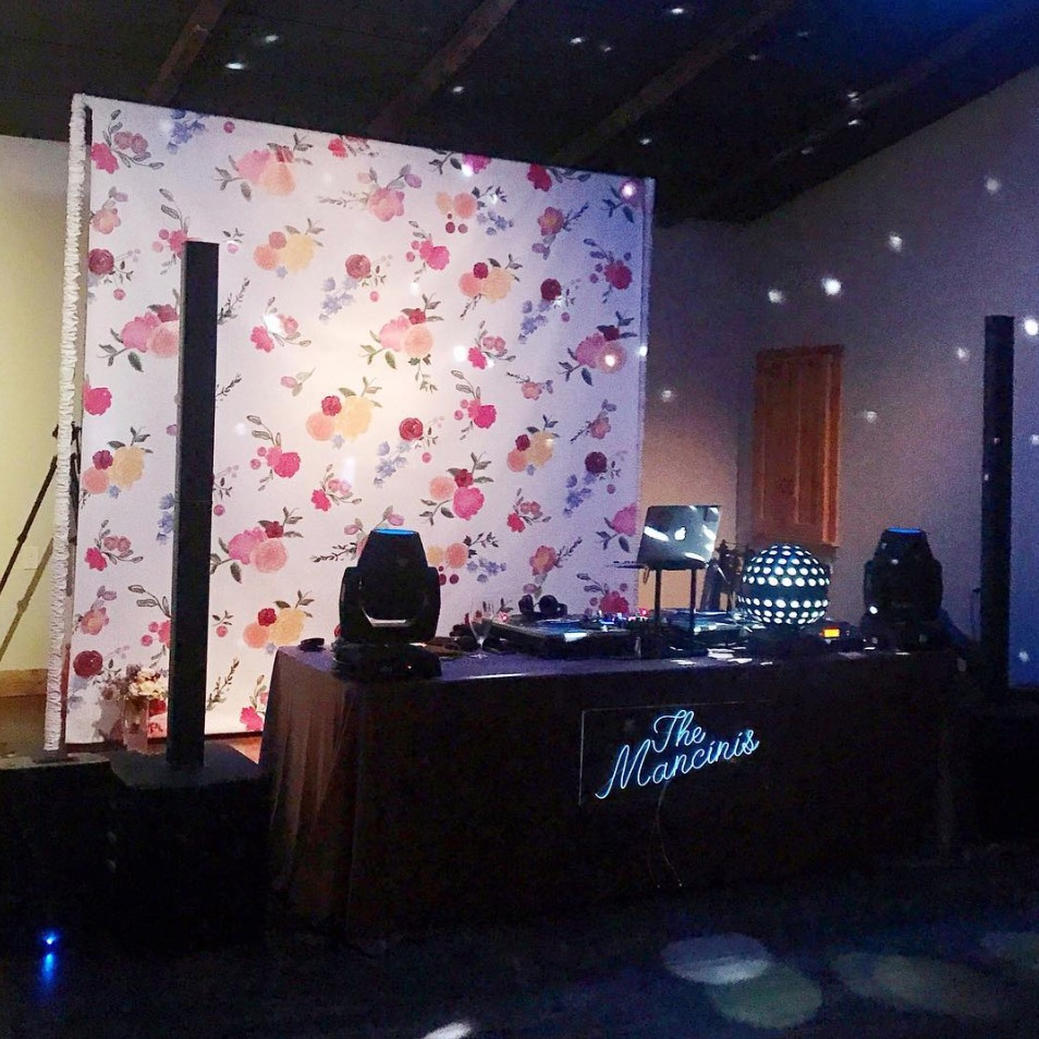flower+backdrop+for+photo+booth