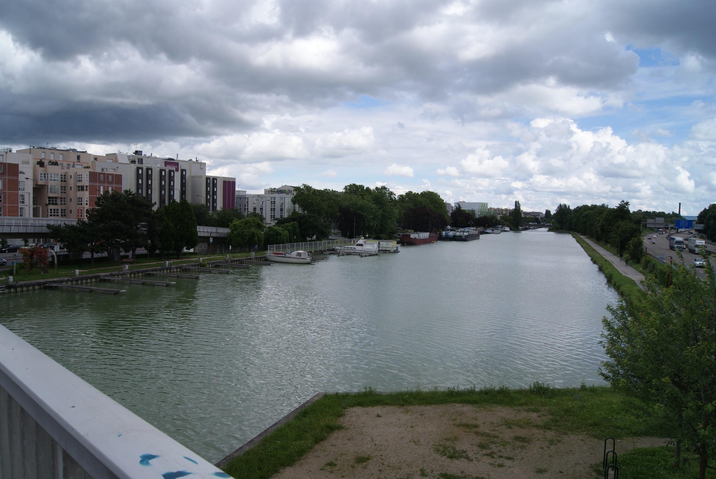 Walking around Reims