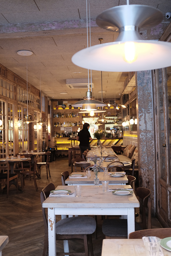 Bar Galetta.  Paprastas ir jaukus interjeras.   Bar Galetta.  I Love this simple and cozy interior.