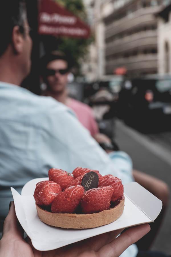 Secco. Tartaletė su braškėmis.    Secco. Tartelette au fraise.