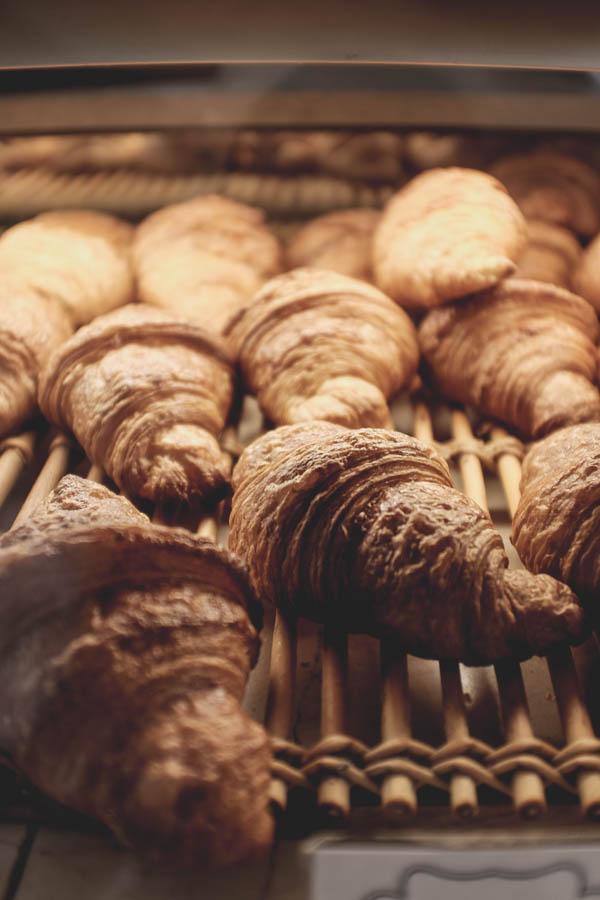 Boris Lumé kepyklėlė.Tai jie, sviestiniai rageliai, kuriuos galėčiau valgyti kiekvieną rytą.    Boris Lumé Patisserie. Croissants to die for.
