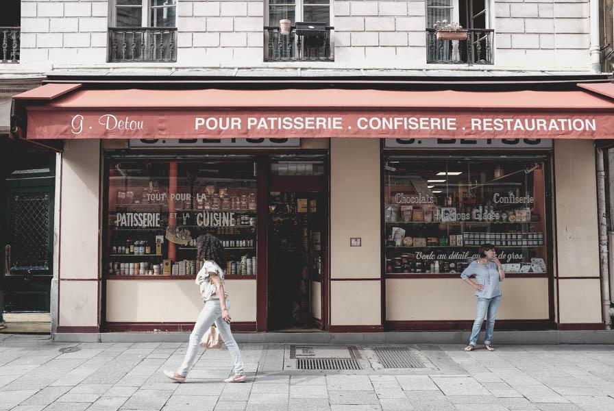 G. Detou, matyt, geriausio maisto geriausia krautuvėlė. Kiekvieną kartą Paryžiuje aplankau ją ir ko nors joje nusiperku. Šį kartą tai konservuotos sardinės.    G. Detou. One of the world's greatest food shop. Every time in Paris I go to this amazing place to buy something. This time it was sardine in a beautiful colorful aluminium tins.