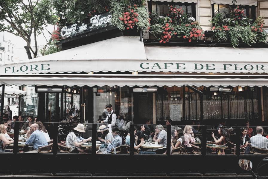 Legendinė Café de Flores.    Legendary Café de Flores.