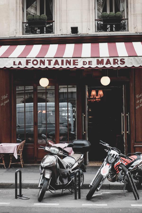 La Fontaine de Mars. Restoranas, kurį man rekomendavo keli mano pažįstami. Tai labai populiari ir labai paryžietiška vieta, mėgstama tiek vietinių, tiek turistų. Tradicinė aplinka ir virtuvė, puikus aptarnavimas.    La Fontaine de Mars. Few friends of mine recomended me this restaurant as a perfect parisian style place with a perfect french cuisine.