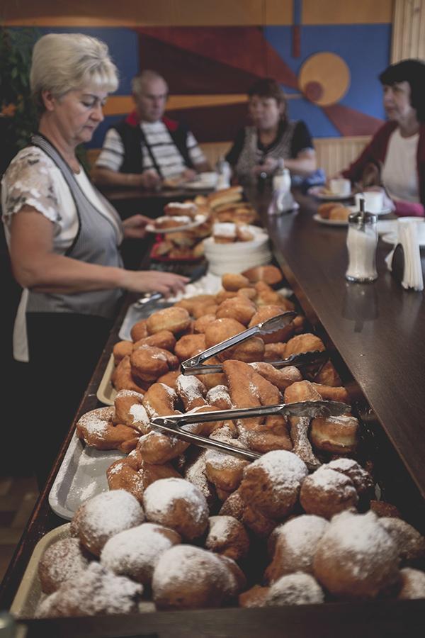 Vaizdas kaip iš tarybinių kronikų. Bet spurgos nerealios. Spurginė. Kaunas.  It looks like a place from Soviet chronicles. But doughnuts are just amazing. Spurgine. Kaunas.