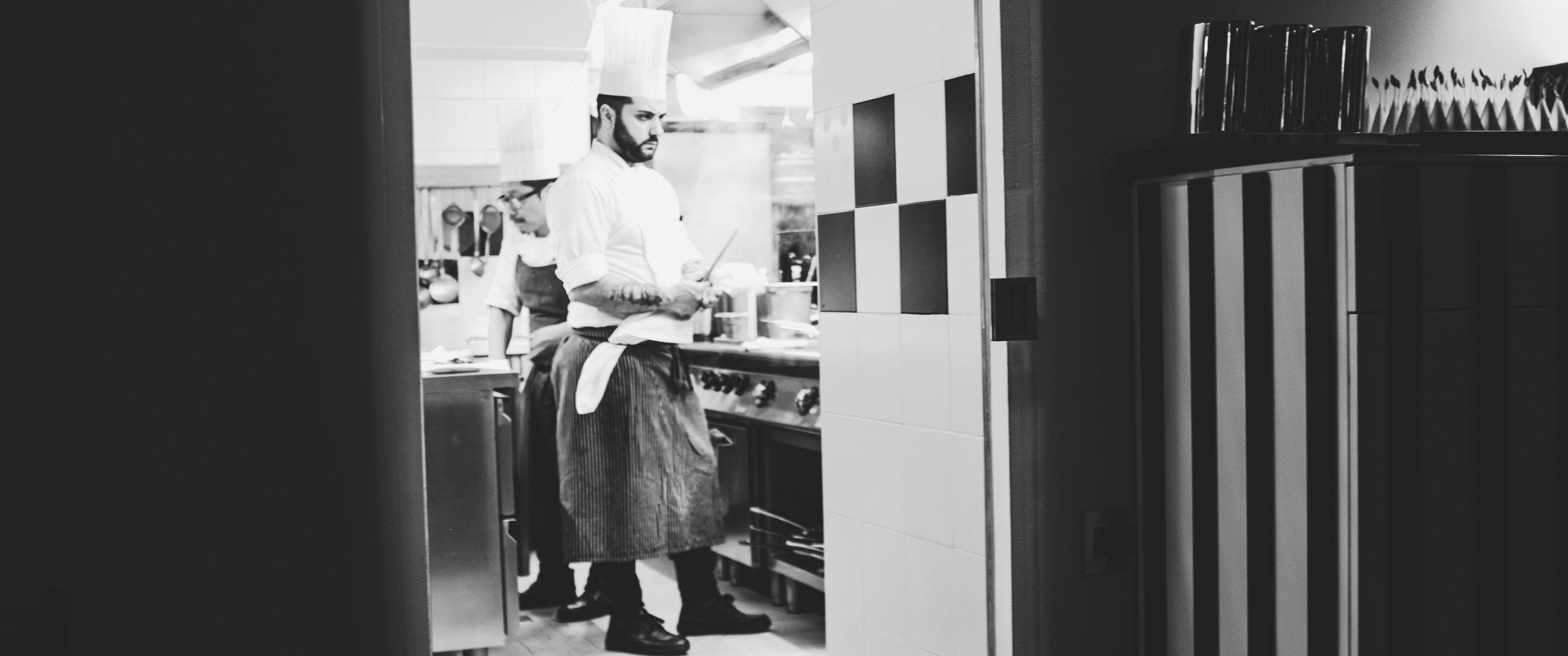 Felix Lo Basso. Vaizdas virtuvėje.  Felix Lo Basso. Kitchen scene.
