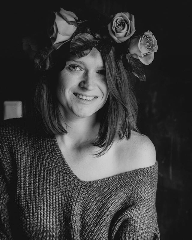 Fake it till you make it  Fake forced smile but it works some times ⚫️ #selfportrait #portrait #beautifulme #smile #fakesmile #roses #flowercrown #nosmoking #shades #grey #photography #moonphases #rosecrown #iamsmiling