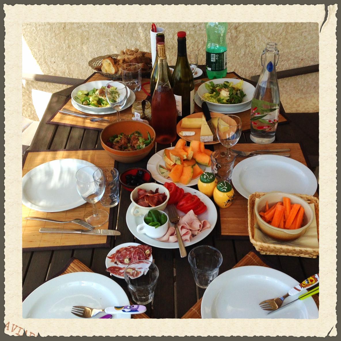 .... eller indkøb lokalt og lav din egen favorit-frokost, som du indtager på terrassen ved huset eller i haven ....