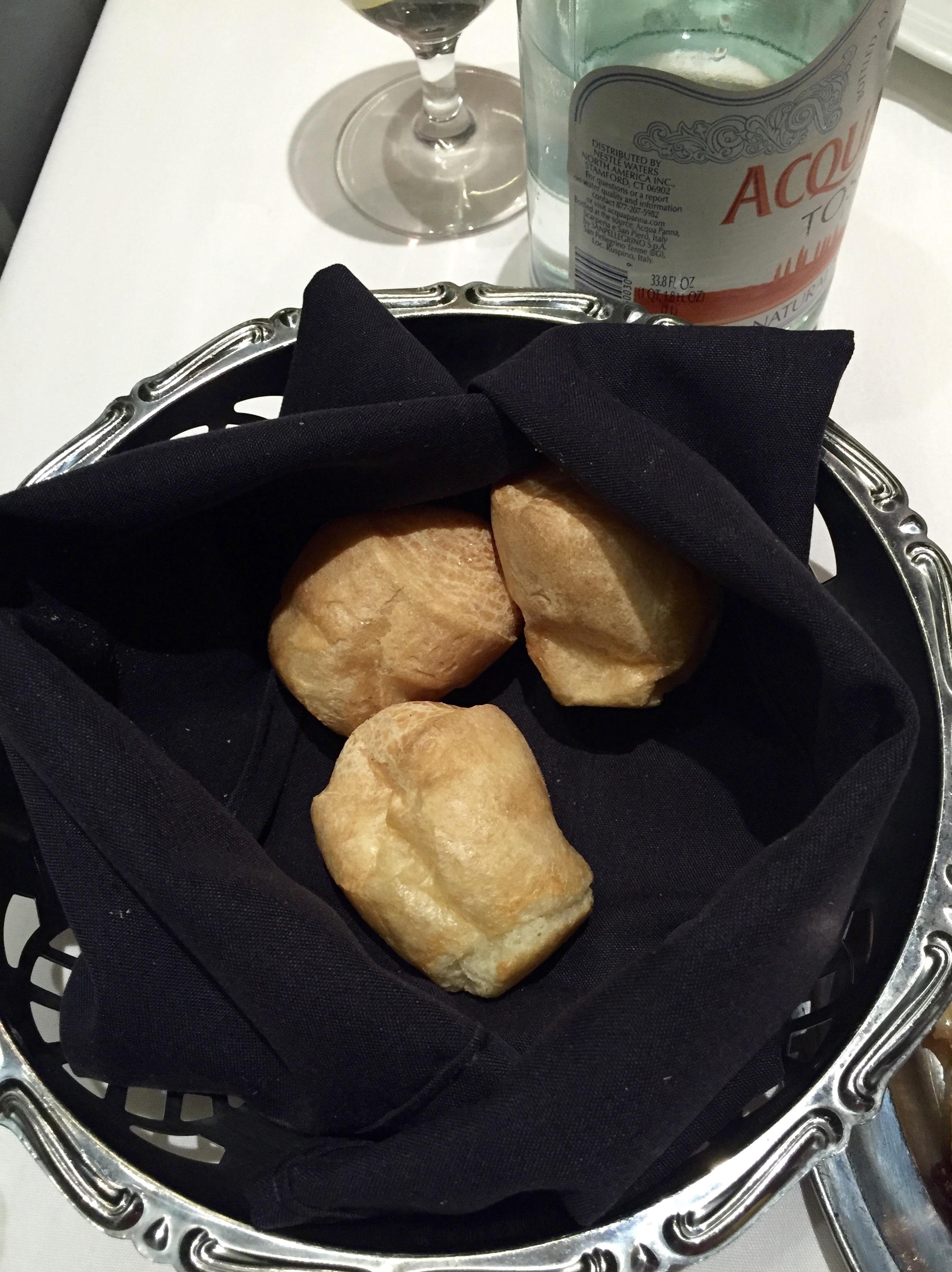 Fogo De Chao restorane paragauta sūrio duona