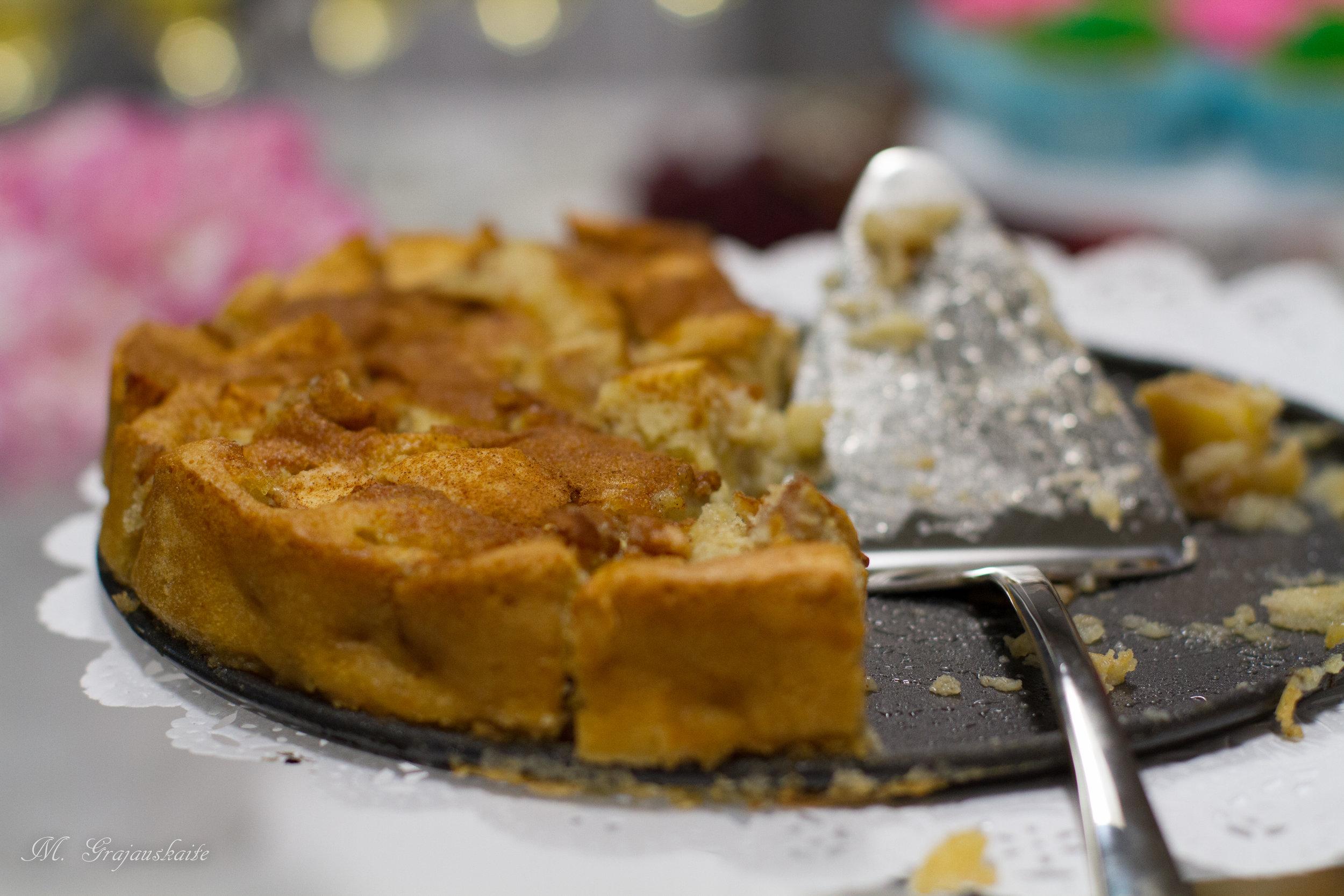 Obuoliu pyragas be gliuteno.jpg