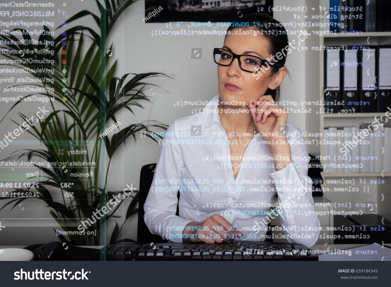 shutterstock_woman_eye_glasses.jpg