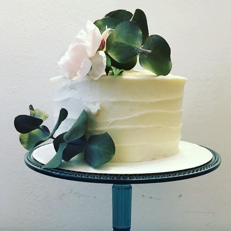 simple white cake.JPG