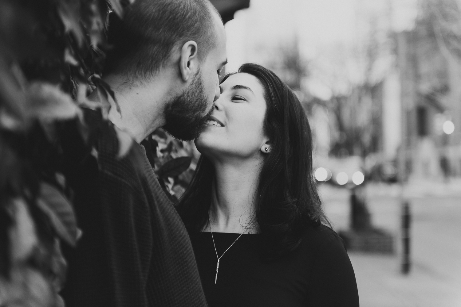 Philadelphia-Engagement-Photographer-Rittenhouse-Square-Peaberry-Photography-33.jpg