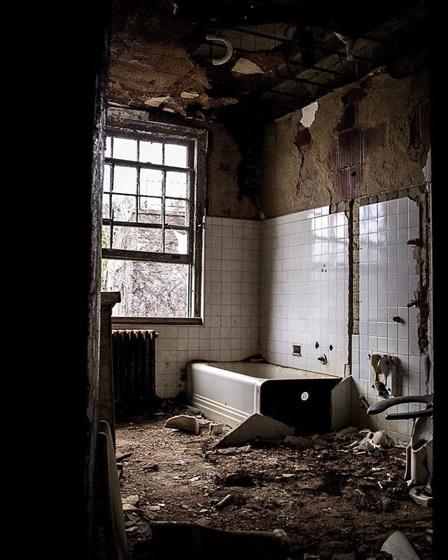 Didn't I JUST clean the bathroom?  #adulting #abandoned