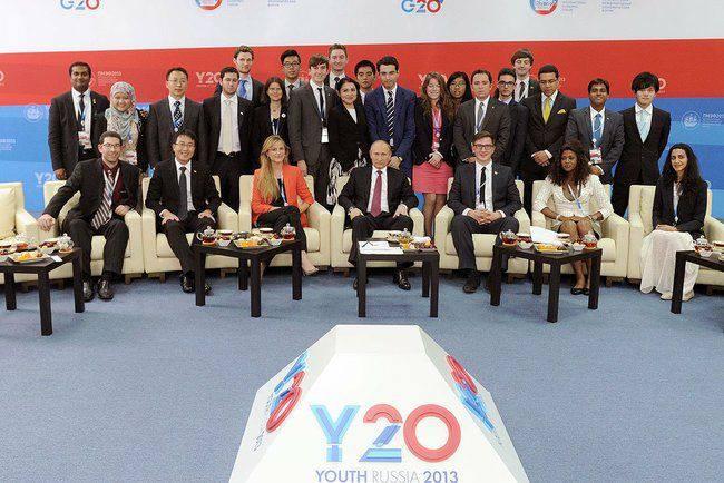 Y20 delegates with Russian President, Vladimir Putin copy.jpg