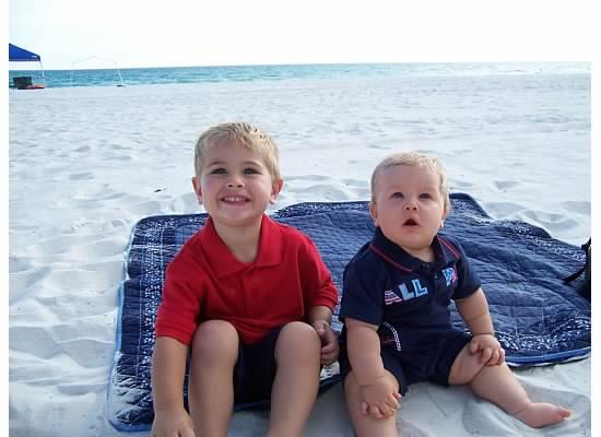 E and S at beach 2007.jpeg