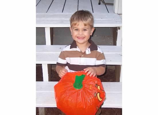 E halloween pumpkin 2007.jpeg