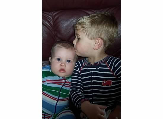 E kissing S 2007.jpeg