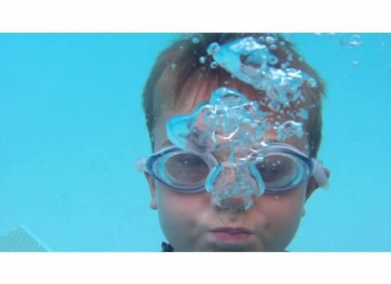 E underwater at beach 2012.jpeg