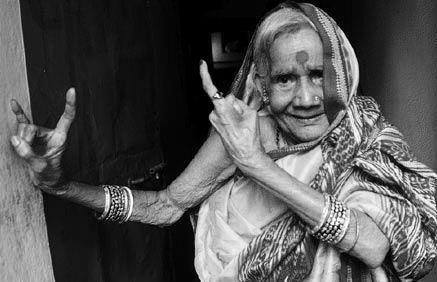 This woman is such a great inspiration to me. At 87, Sashimoni she is the oldest surviving Devadasi in Odisa. There is a strange romance associated with the word 'Devadasi'. A romance that only gets more enigmatic what with records saying that the number of Devadasis in Puri has now been seeing a sharp decline from 25 about 100 years ago to nine in the 1956 gazette of Odisha to four in the 80s to just two who are now alive to tell the tale. Myths abound and so do memories of the days when Devadasis or Maharis were regarded and respected as those great women who could control natural human impulses, their five senses and submit themselves completely to God. By: Rajan G Srikrishnan