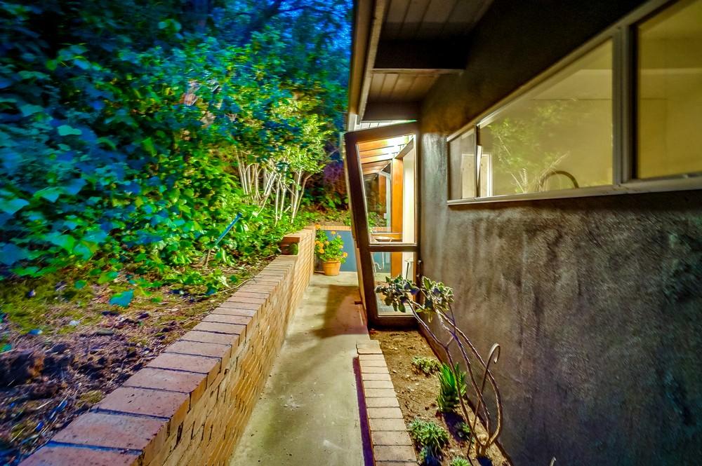 9044-hollywood-hills-rd-2-017_web.jpg