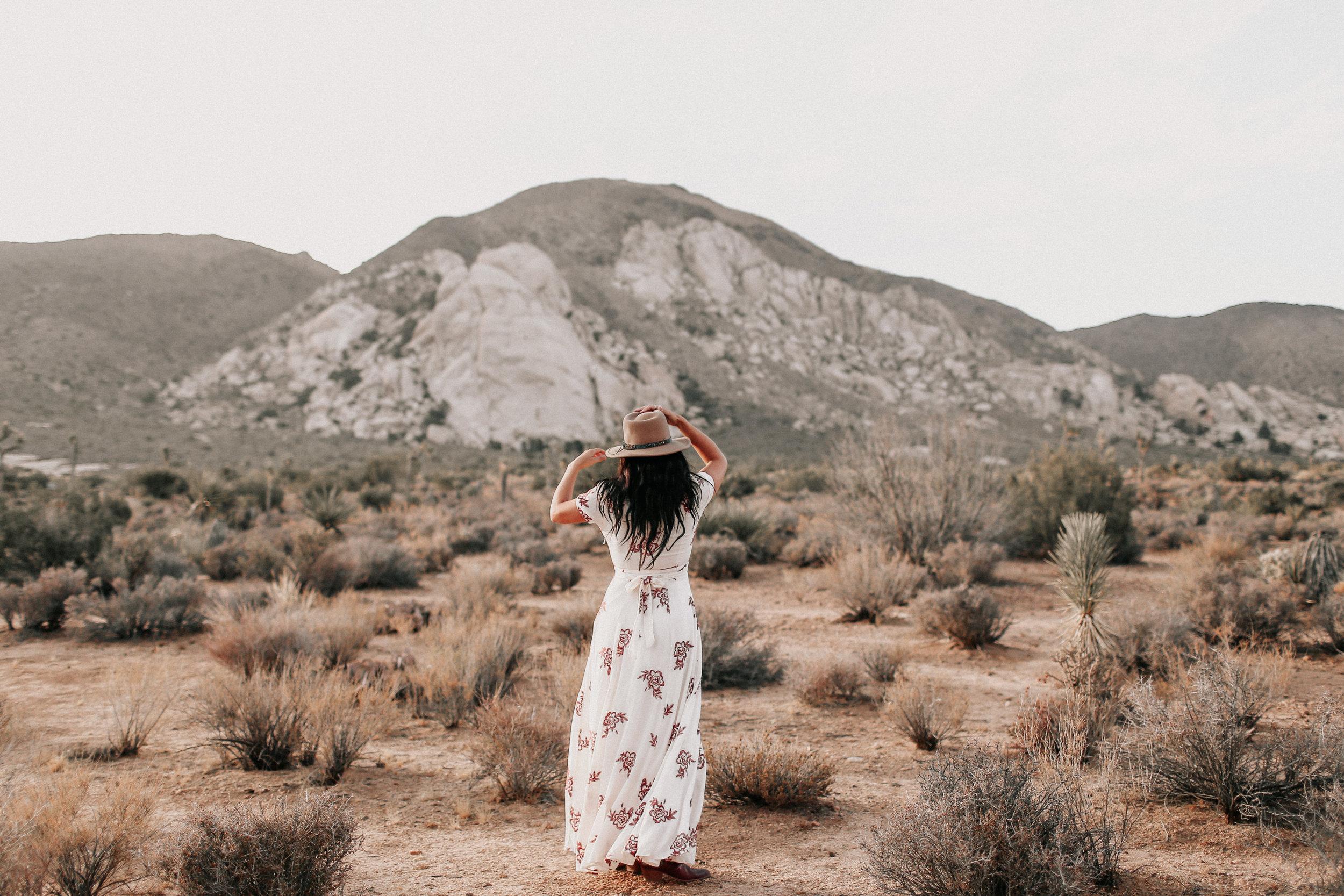 Desert_Engagement_MelissaMarshall_1.jpg