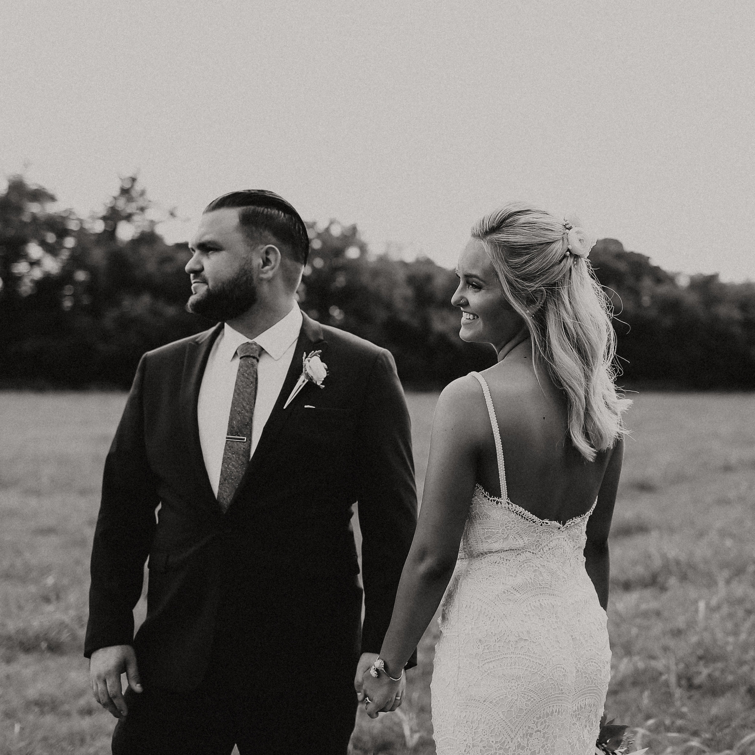 Backyard_Wedding_Oklahoma_MelissaMarshall_15.jpg