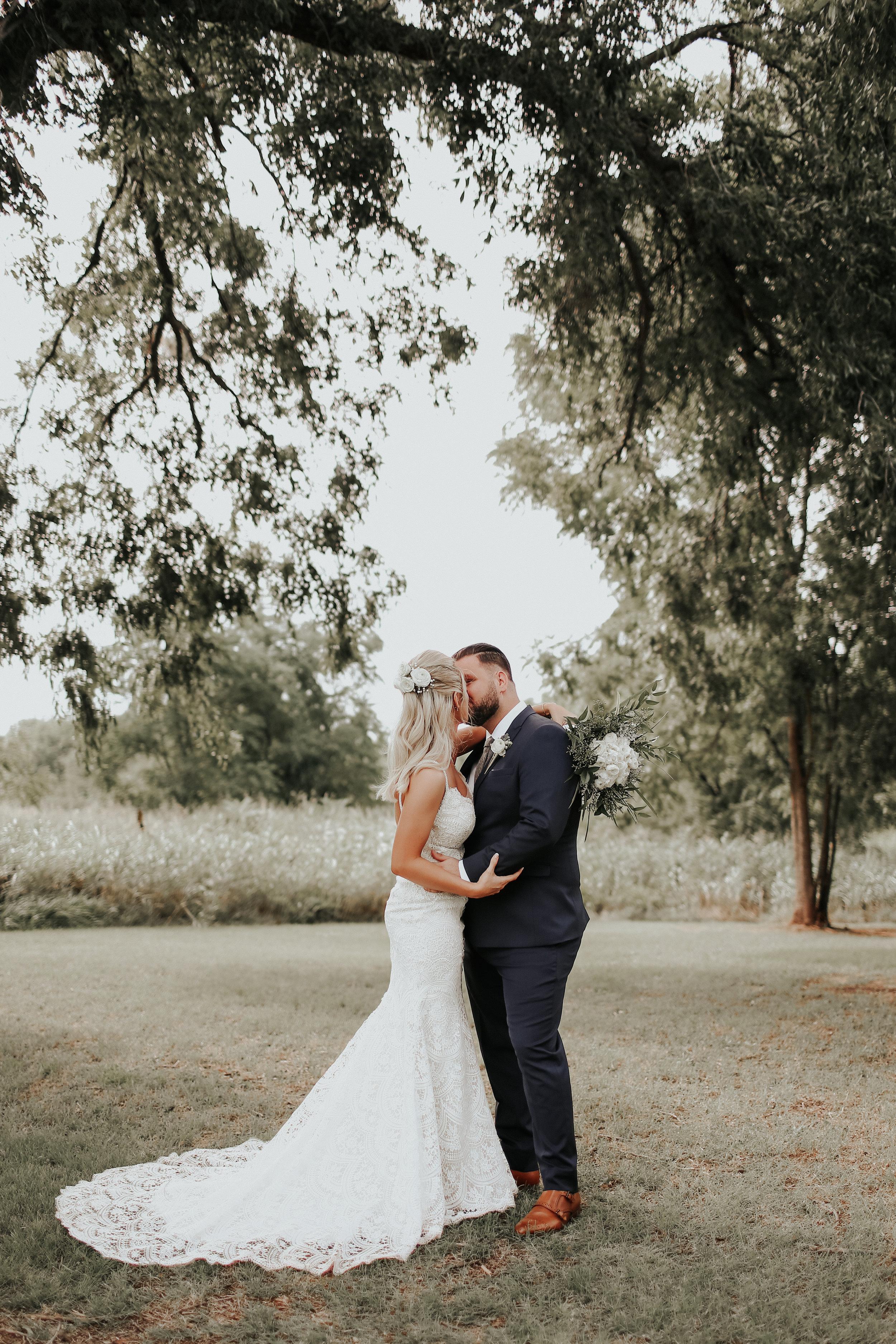 Backyard_Wedding_Oklahoma_MelissaMarshall_16.jpg