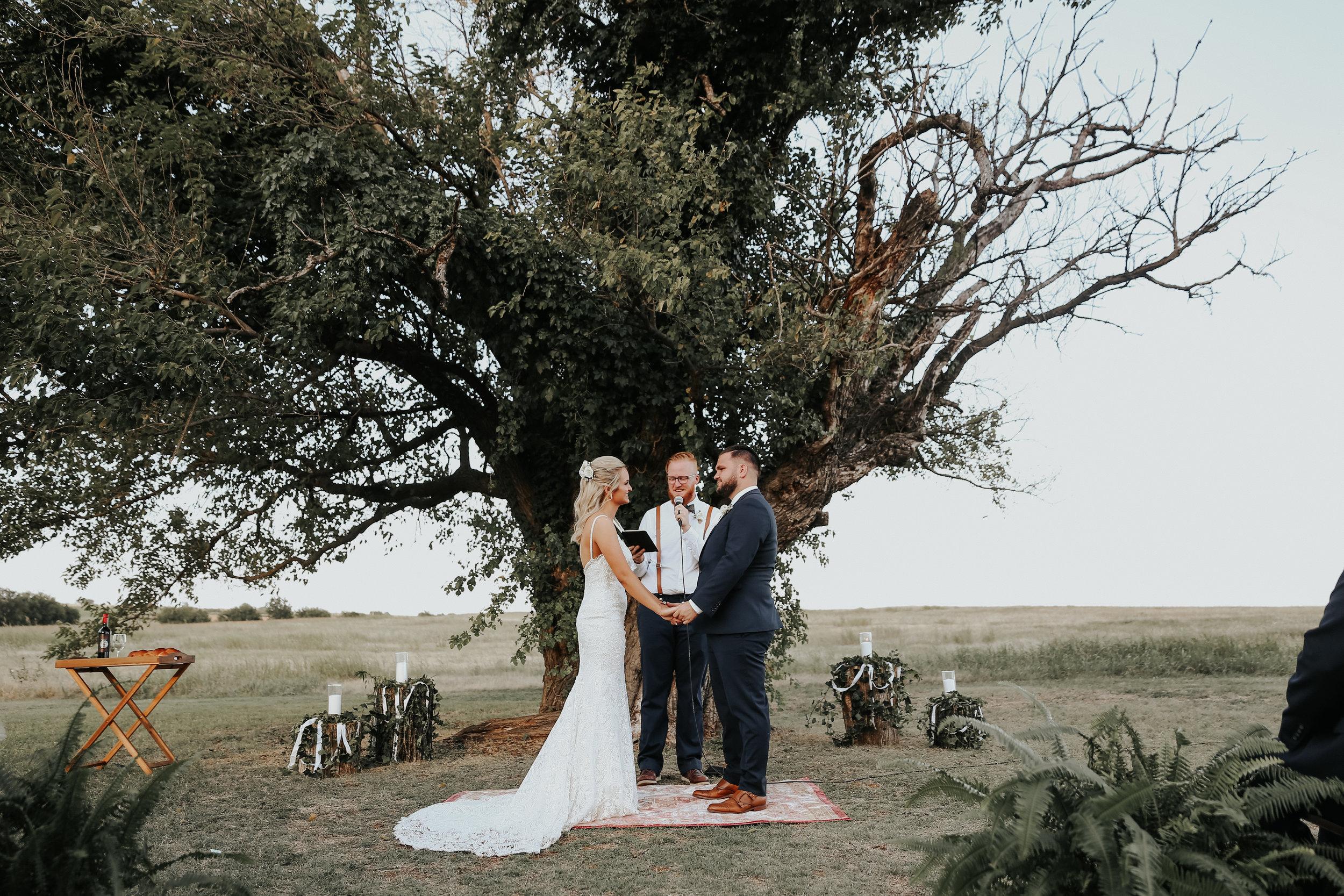 Backyard_Wedding_Oklahoma_MelissaMarshall_19.jpg
