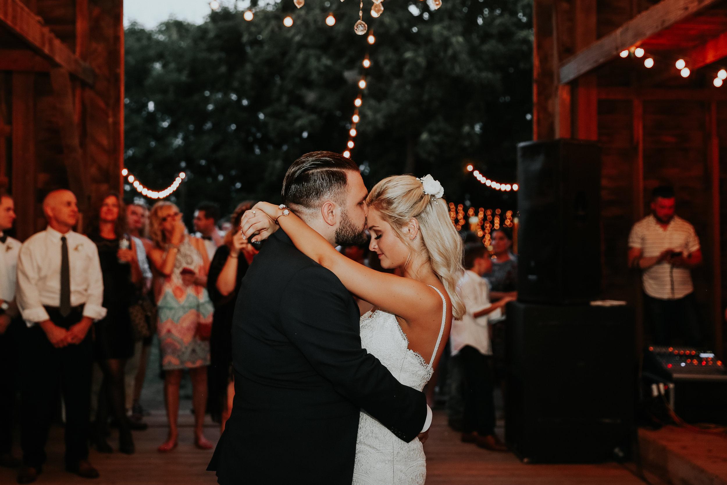 Backyard_Wedding_Oklahoma_MelissaMarshall_33.jpg