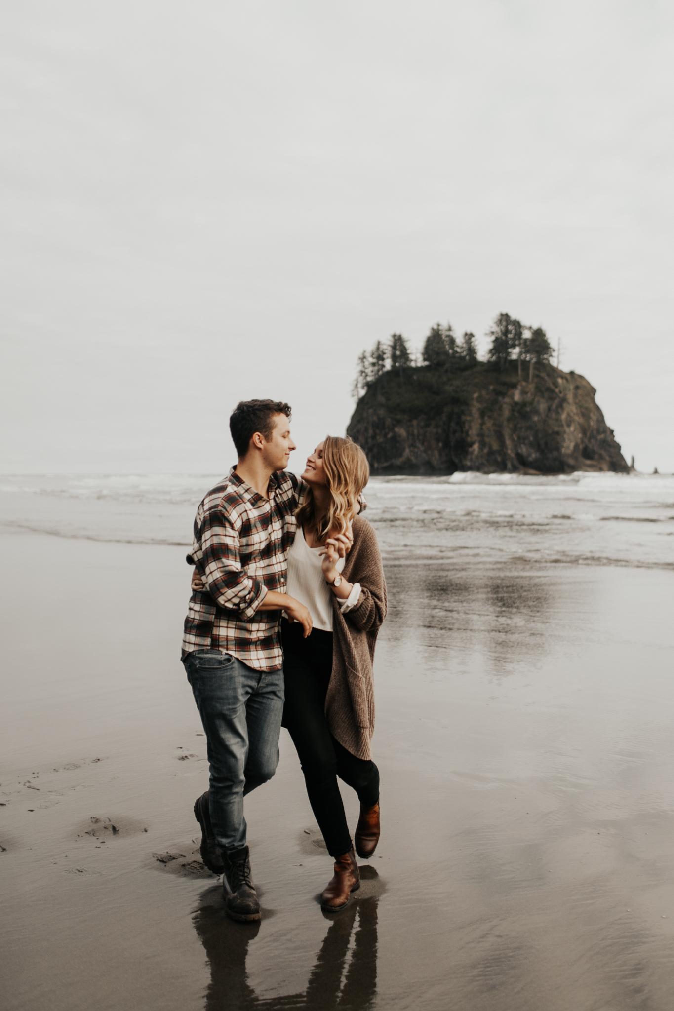 La_Push_Washington_Coast_Engagement-9.jpg