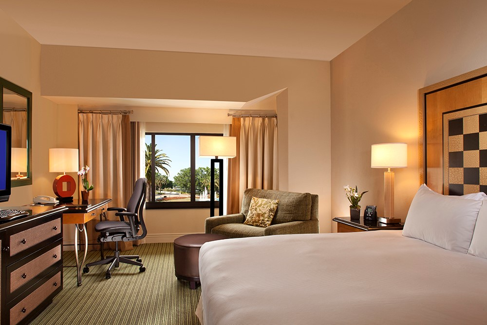 Hilton Orlando Lake Buena Vista on sale now from EnjoyVacationing.com