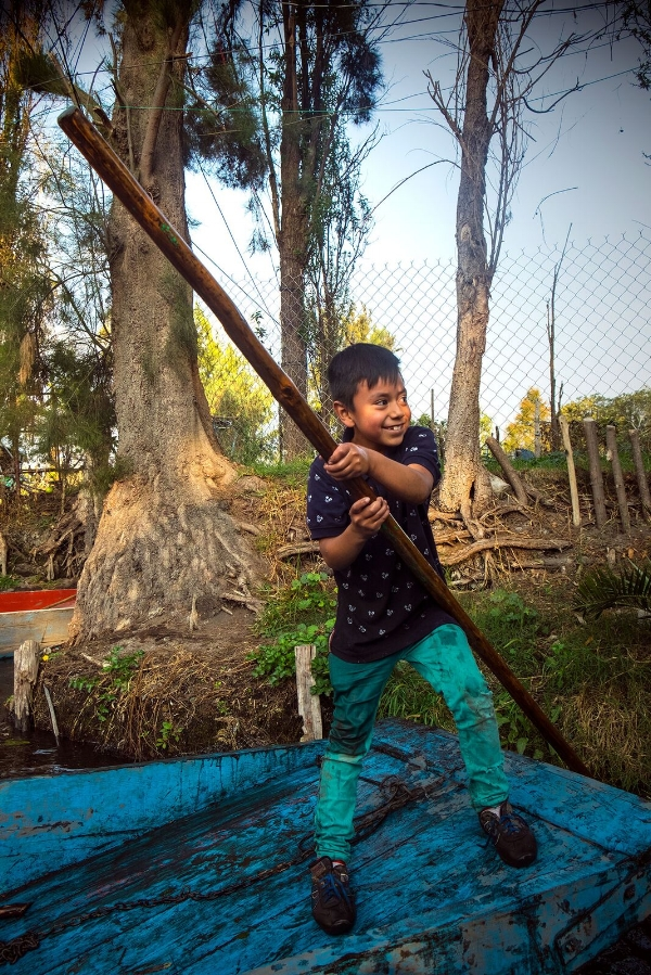 Local boy in Xochimilco 2016. / © Kiki Provatas. No usage without permission.
